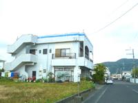 奄美大島の民宿 海 - 警察署がある集落内のメイン通り沿いにあります
