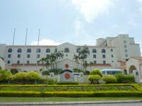 中部のホテル日航アリビラ・ヨミタンリゾート沖縄 - ホテルは大きいが威圧感はそんなに感じない