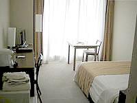 中部のザ・ビーチタワー沖縄 - ダブルルームでも部屋は広々です