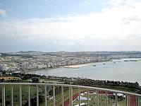 中部のザ・ビーチタワー沖縄 - ハンビータウンやアラハビーチが見えます