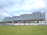 中部のヒルトン沖縄北谷リゾート - 海側から見た建物