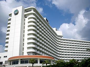 中部の沖縄残波岬ロイヤルホテル