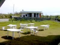 久米奥武島の民宿あみもと/ロイアルビーチロッジあみもと - 裏には芝生の庭もありました