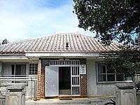 波照間島の民宿勝連荘 - 張り替え前の屋根。こっちの方が味があるかも?