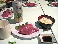 波照間島のゲストハウスNAMI(波) - これがサービスの刺身と豆腐です
