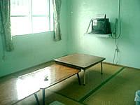 波照間島の西浜荘 - 共同食堂ですが、外のまったりスペースで食べる人が多い