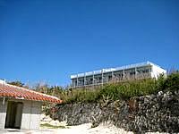 波照間島のペンション最南端 - ニシ浜にいうと見下ろされている感じがします