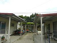 波照間島の素泊まりハウス美波 - プレファブの建物が並んでいます
