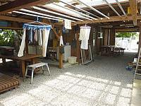 波照間島のうりずん家 - 奥にも屋根がかかった中庭的なものがある
