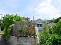 鳩間島の民宿まるだい - 目印のタンクの前に看板ができた!