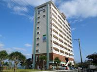 北部のベストウェスタン沖縄幸喜ビーチ - リゾートマンションのような外観