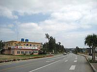 北部の民宿漢那荘 - 国道329号線沿いにあるので目立っています
