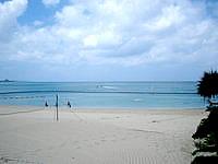 北部のホテルムーンビーチ - ホテル前のビーチではマリンスポーツも