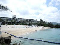 北部のムーンビーチパレスホテル - ホテル前のビーチはそんなに広くはない