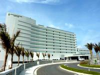 北部のホテルオリオンモトブリゾート&スパ(2014年7月開業) - とにかく「壁」の印象の建物