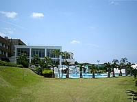 北部のセンチュリオンホテル沖縄美ら海(旧:ロワジールホテル沖縄美ら海/チサンリゾート沖縄美ら海/沖縄ロイヤルビューホテル) - ホテルのガーデンはそんなに広くはない