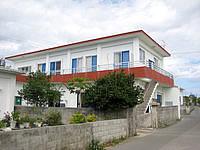 伊江島のアイランドインアラシロ - 2階部分が宿みたいです
