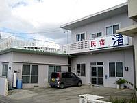 伊江島の民宿 渚 - 2階のテラスが心地よさそうです