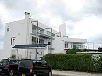 伊江島のYYY CLUB iE RESORT - 白を基調としたリゾートホテル