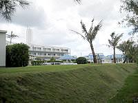 伊江島のYYY CLUB iE RESORT - プールや庭とビーチ(海)は繋がっていません