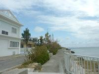伊計島の貸しペンション the sea - まさに海沿いの貸別荘