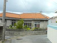 池間島の南国古民家 民宿いけま - この赤瓦の建物が目印