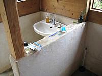 伊良部島のGUEST HOUSE nesou(旧ゲストハウスびらふやー) - 水回りは手作り感(びらふやー時代)