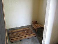 伊良部島のGUEST HOUSE nesou(旧ゲストハウスびらふやー) - シャワー室も手作りっぽい(びらふやー時代)