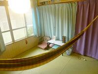 伊良部島のゲストハウス カサ・デ・アマカ/casa de hamaca - 本当に部屋にハンモックがある