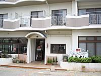 伊良部島の民宿まるよし - 1階は外来でも食べることができるお店