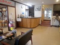 伊良部島のホテルサウスアイランド - 2階のフロントとレストラン
