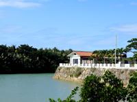 伊良部島のGarden Villa 心癒 - 下地島との海峡に出ている宿の敷地