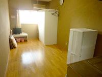西表島のゲストハウス アルファールーム - 部屋は広いがクローゼットが邪魔