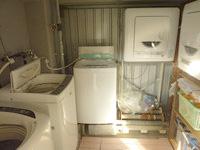 西表島のゲストハウス アルファールーム - 洗濯機は屋上の外にあります