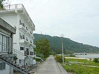 西表島のシーサイドホテルロイヤルブルームーン(旧ホテル星立) - ホテルのすぐ目の前が海です