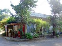 西表島の民宿星立荘 - フタデムラ管理棟の目の前にある宿