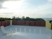 西表島の西表島ゲストハウス 島時間(旧あずま旅館) - 屋上からの景色はさらに良い感じ