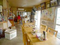 西表島の民宿かまどま - 港側の食堂で宿の食事も食べます