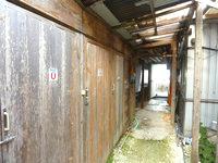 西表島の民宿かまどま - 水回りは食堂横で客室から離れている