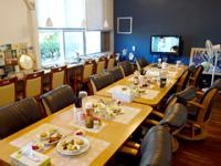 西表島のまるま荘 - 食堂は人数が多いとやや狭い