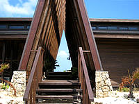 西表島のティンヌカーラ - シンボリックな三角形の屋根