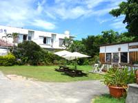 西表島のうえはら館(冬期休みの場合も有り) - 庭先に「西表の少年」なるカフェが!?
