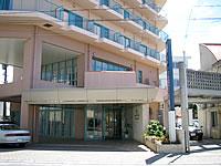 石垣島のホテルベルハーモニー石垣 - ゆいロードからの入口です