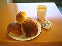 石垣島のホテルベストイン石垣島 - 無料の朝食はパンと飲み物のみ