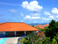 石垣島のクラブメッド・カビラ バカンス村 - 石崎の道から見たホテル施設