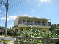石垣島のペンション コーラルフィッシュ - 明石小学校側に部屋は開けています