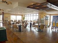 石垣島のホテルイーストチャイナシー - レストランは2階