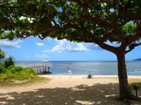 石垣島のフサキリゾートヴィレッジ - コテージ群を抜けた先のフサキビーチ
