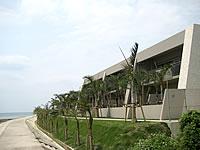 石垣島の石垣リゾート グランヴィリオホテル - 海側には低層棟もあります