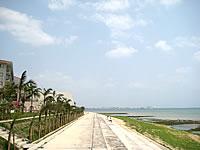 石垣島の石垣リゾート グランヴィリオホテル - ホテル前の海は泳げないかも?
